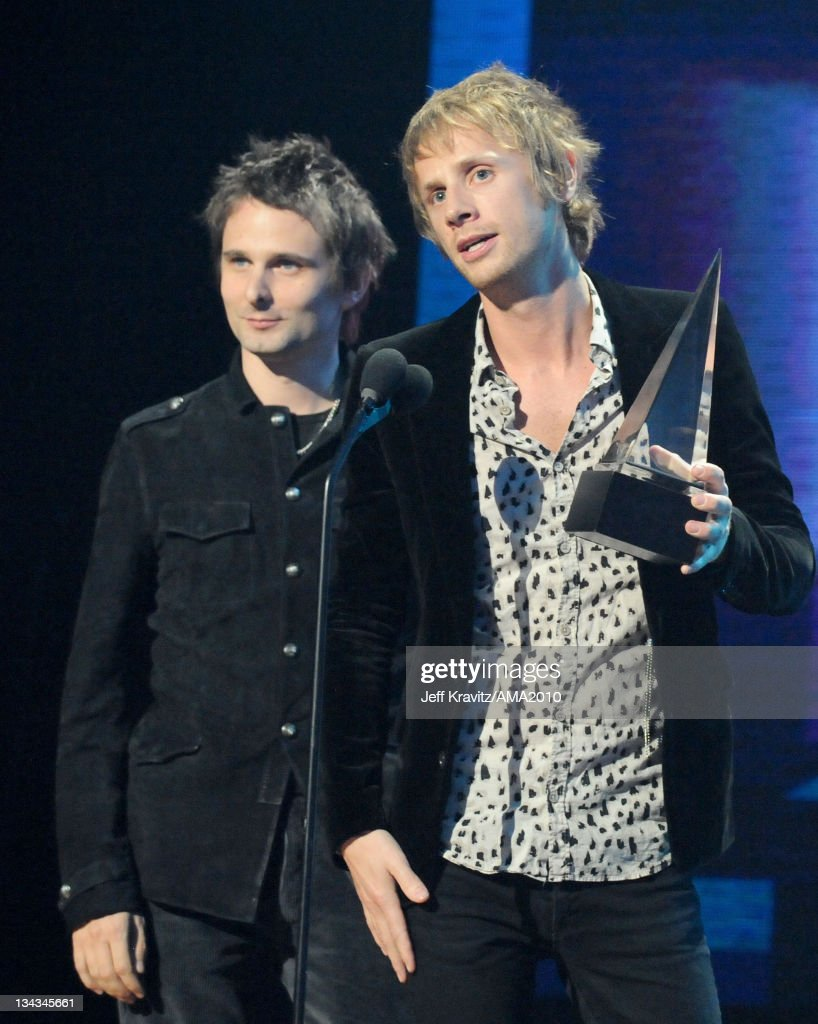 2010 American Music Awards - Roaming Inside