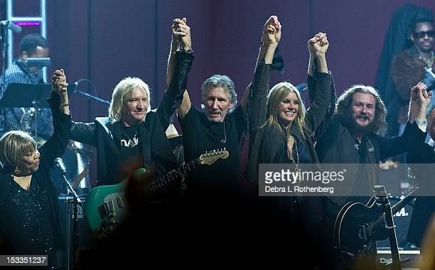 Musicians Mavis Staples Joe Walsh Roger Waters Grace Potter and Jim James perform during the finale of the Love For Levon Benefit Concert at the Izod...