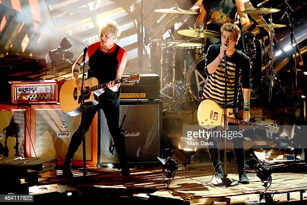 Musicians Michael Clifford and Luke Hemmings of 5 Seconds of Summer perform onstage during the 2014 MTV Video Music Awards at The Forum on August 24,...