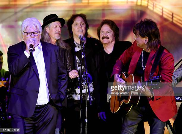 Musicians Michael McDonald Patrick Simmons John McFee and Tom Johnston of the Doobie Brothers and musican Richie Sambora perform onstage at the 32nd...