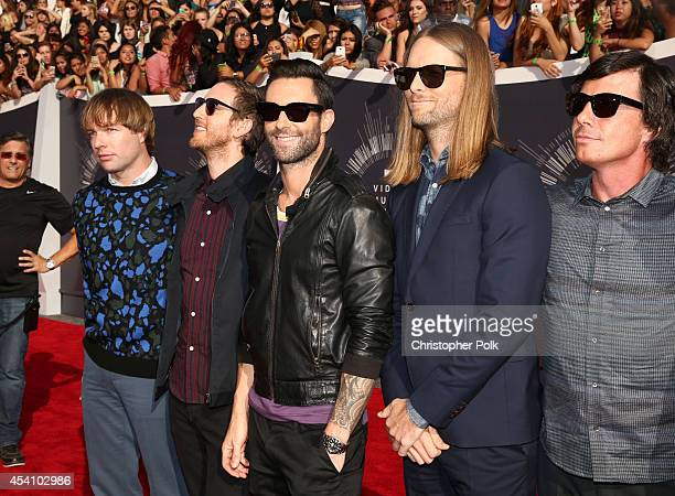 Musicians Mickey Madden Jesse Carmichael Adam Levine James Valentine and Matt Flynn attend the 2014 MTV Video Music Awards at The Forum on August 24...