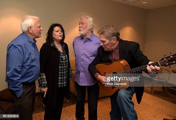Musicians Mike Settle Mary Arnold Miller Kenny Rogers and Terry Williams perform backstage during a panel discussion with Kenny Rogers and the First...