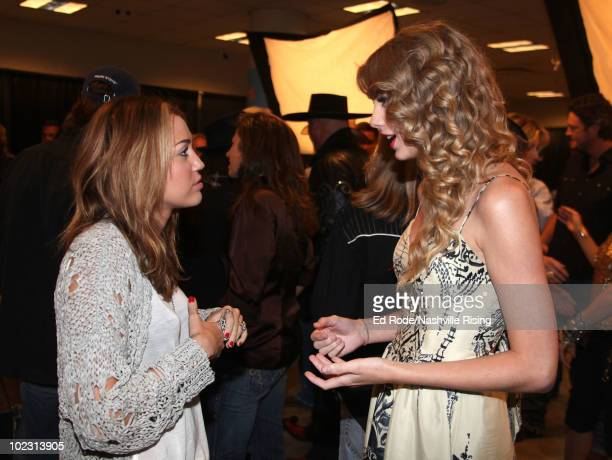 200 Taylor Swift Miley Cyrus Photos And Premium High Res Pictures Getty Images