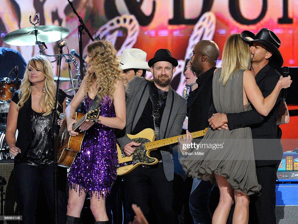Musicians Miranda Lambert Taylor Swift Kristian Bush Darius News Photo Getty Images