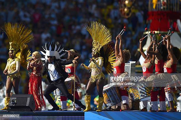 Musicians Musicians Shakira and Carlinhos Brown perform during the closing ceremony prior to the 2014 FIFA World Cup Brazil Final match between...