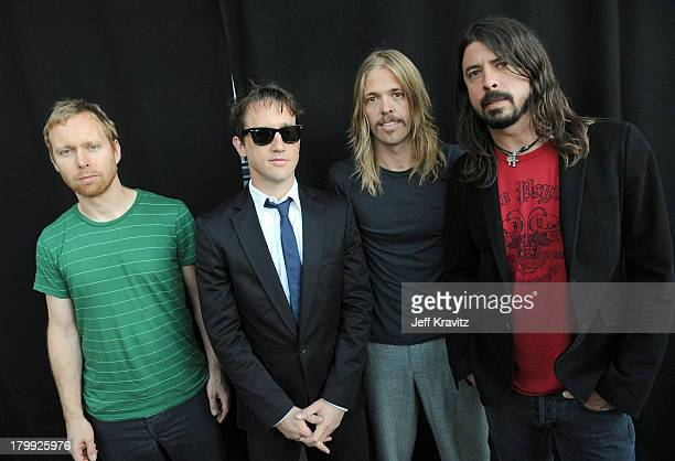 Musicians Nate Mendel Chris Shiflett Taylor Hawkins and Dave Grohl of the Foo Fighters at the 2008 VH1 Rock Honors honoring The Who at UCLA's Pauley...