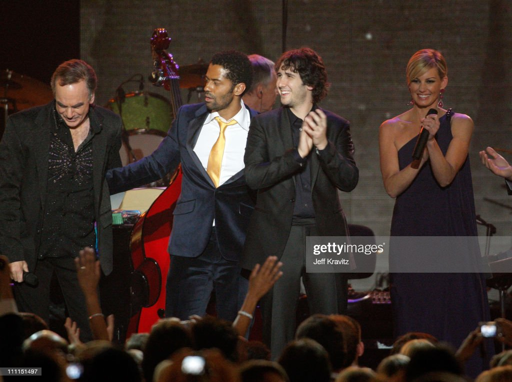 2009 MusiCares Person Of The Year Tribute To Neil Diamond - Show : News Photo
