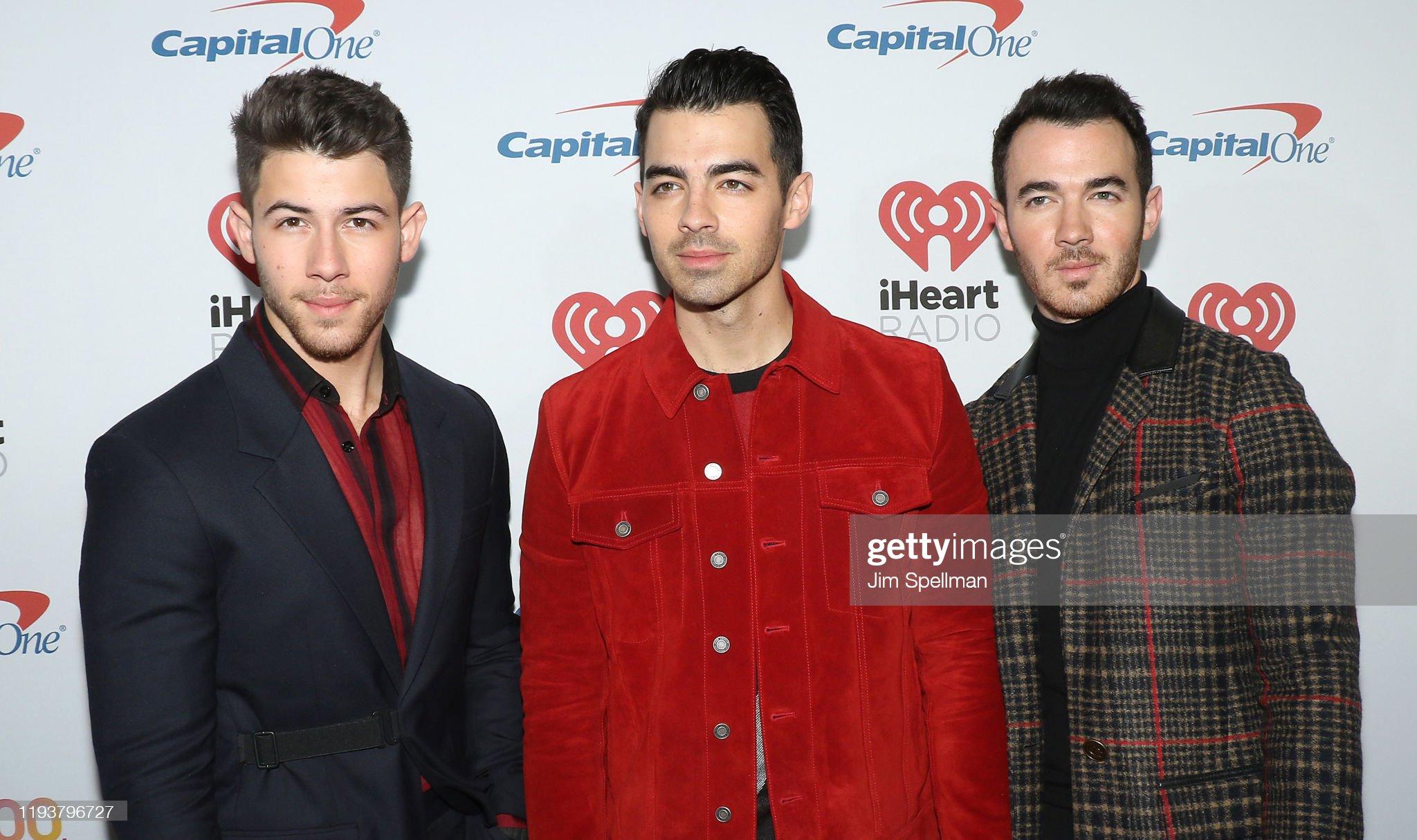 ¿Cuánto mide Nick Jonas? - Altura - Real height - Página 2 Musicians-nick-jonas-joe-jonas-and-kevin-jonas-arrive-at-iheartradios-picture-id1193796727?s=2048x2048