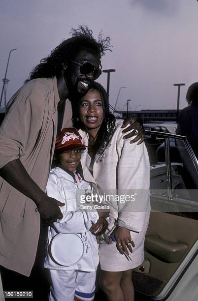 Musicians Nickolas Ashford Valerie Simpson and daughter Nicole Ashford being photographed on August 4 1982 at JFK International Airport in New York...