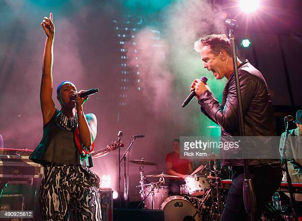 Musicians Noelle Scaggs and Michael Fitzpatrick of Fitz and the Tantrums perform at the Samsung Pay Block Party in Austin on October 1 2015 in Austin...