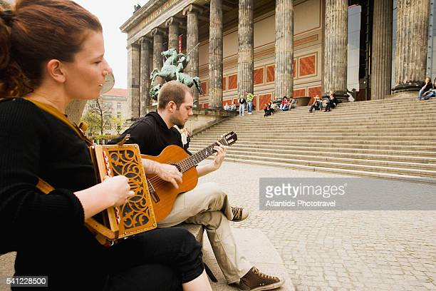 musicians outside altes museum - accordionist stock pictures, royalty-free photos & images