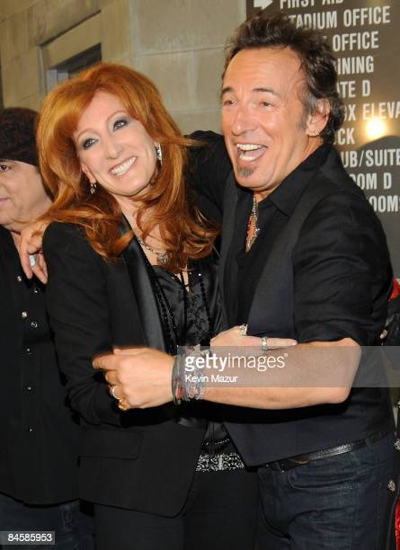 TAMPA FL FEBRUARY 01 *EXCLUSIVE* Musicians Patti Scialfa and Bruce Springsteen of the E Street Band perform at the Bridgestone halftime show during...