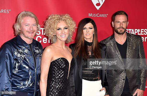 Musicians Philip Sweet Karen Fairchild Kimberly Schlapman and Jimi Westbrook of Little Big Town attend the 2016 MusiCares Person of the Year honoring...