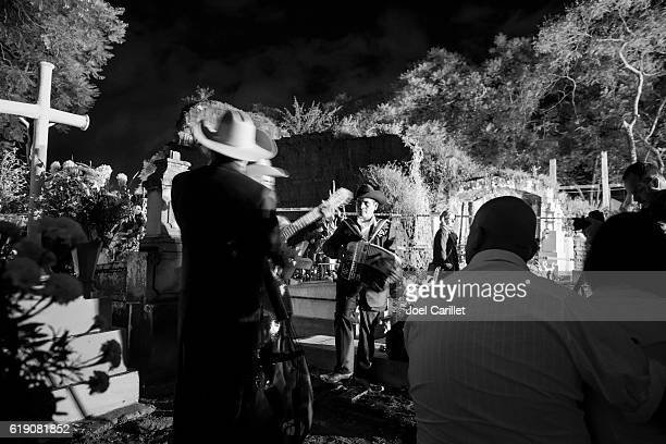 musicians playing in cemetery in oaxaca, mexico - all saints band stock pictures, royalty-free photos & images