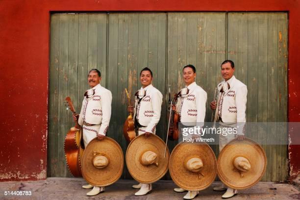 musicians playing in mariachi band, san miguel de allende, guanajuato, mexico - mariachi fotografías e imágenes de stock