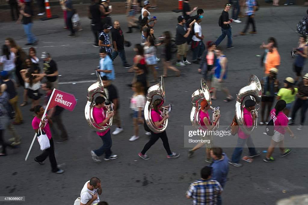 Musicians promoting Pplconnect Inc. play music as they walk down 6th Street at the South By Southwest (SXSW) Interactive Festival in Austin, Texas, U.S., on Tuesday, March 11, 2014. The SXSW conferences and festivals converge original music, independent films, and emerging technologies while fostering creative and professional growth. Photographer: David Paul Morris/Bloomberg via Getty Images