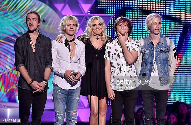 Musicians Rocky Lynch Ross Lynch Rydel Lynch Ellington Ratliff and Riker Lynch of R5 speak onstage during the Teen Choice Awards 2015 at the USC...