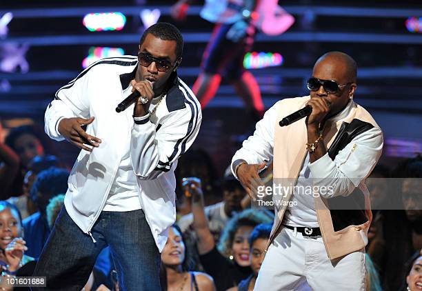 Musicians Sean 'Diddy' Combs and Jermaine Dupri perform onstage at the 2010 Vh1 Hip Hop Honors at Hammerstein Ballroom on June 3 2010 in New York City