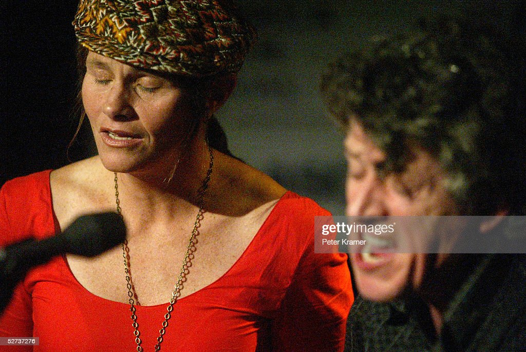 Musicians Shawn Colvin and Paul Buchanan perform at The ASCAP Music Lounge at the Tribeca Film Festival April 29, 2005 in New York City.