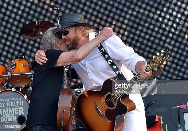 Musicians Willie Nelson and Toby Keith perform during the Oklahoma Twister Relief Concert to benefit United Way of Central Oklahoma May Tornadoes...