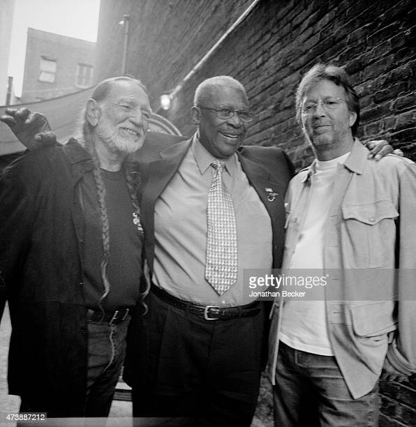 Musicians Willie Nelson BB King and Eric Clapton are photographed for Vanity Fair Magazine on June 2 2003 in the back alley of the Apollo Theater in...