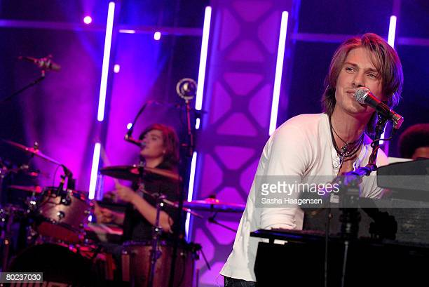 Musicians Zac and Taylor Hanson of the group Hanson performs at the DirecTV SXSW Live Broadcast on March 13 2008 at the Austin Convention Center in...