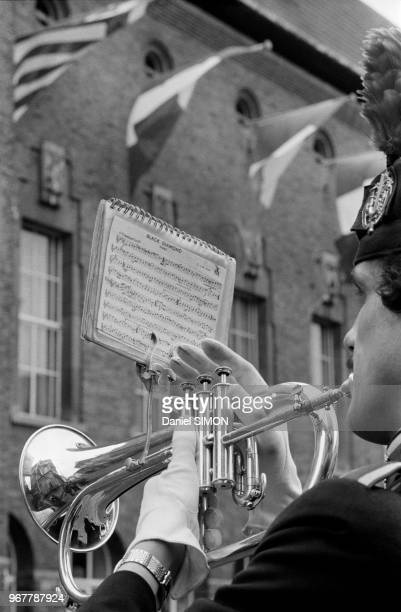 Musicien lors d'un sommet des pays de la CEE à Maastricht le 23 mars 1981 PaysBas