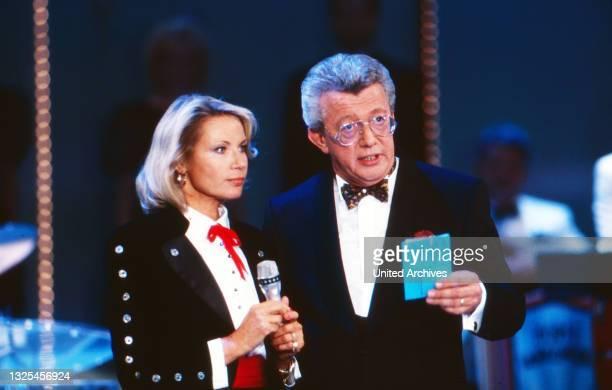 Musik liegt in der Luft, Sendereihe mit Musikwünschen, Deutschland 1990 - 1998, Sängerin Jacqueline Boyer mit Moderator Dieter Thomas Heck(.