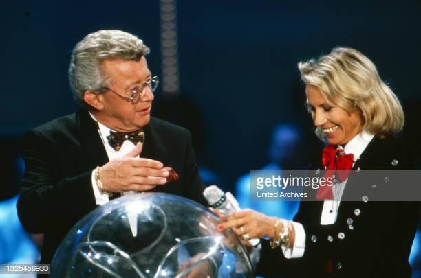 Musik liegt in der Luft, Sendereihe mit Musikwünschen, Deutschland 1990 - 1998, Moderator Dieter Thomas Heck mit Sängerin Jacqueline Boyer(.