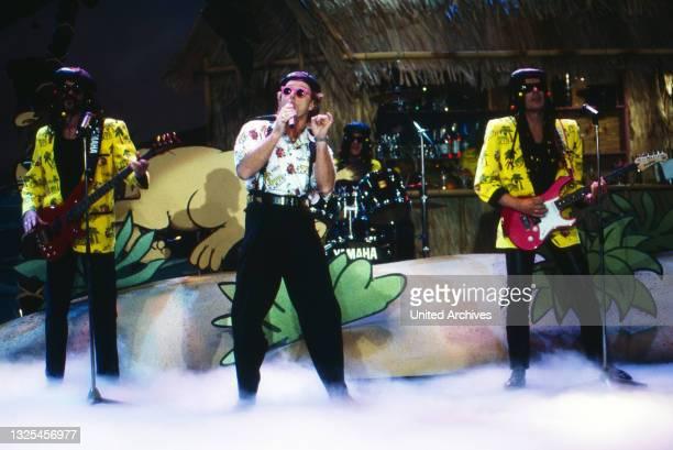 """Musik liegt in der Luft, Sendereihe mit Musikwünschen, Deutschland 1990 - 1998, Mitwirkende: die Band """"Erste Allgemeiner Verunsicherung"""" mit Sänger..."""