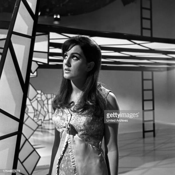 Musik und Informationen, Episode: Musical-Melodien, Fernsehserie, Deutschland 1966, Mitwirkende: Shirley.
