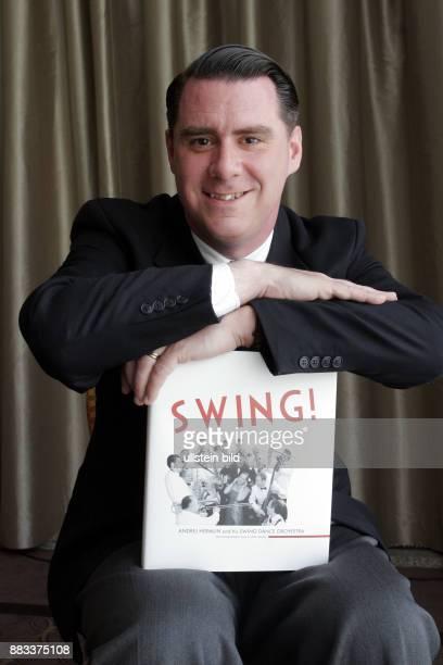 Musiker Andrej Hermlin präsentiert sein Buch 'Swing' in Berlin