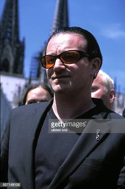 Musiker Sänger Irland mit Sonnebrille im Hintergrund der Kölner Dom Juni 1999