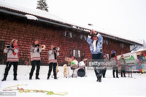 """Musikgruppe """"Bayrische 7"""", Tony Marshall, ZDF-Reihe """"Das Sonntagskonzert""""-""""Fasching im Schnee"""", Skigebiet Schliersee/Spitzingsee, Musikerinnen,..."""