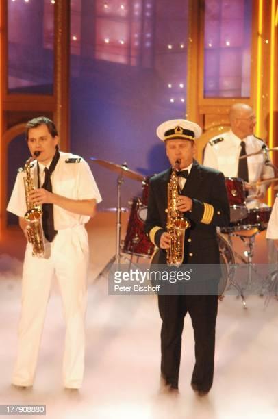 """Musikgruppe """"Captain Cook und seine singenden Saxophone"""", ARD/ORF-Musikshow """"Krone der Volksmusik"""", Preisverleihung, """"Stadthalle"""", Chemnitz, Sachsen,..."""