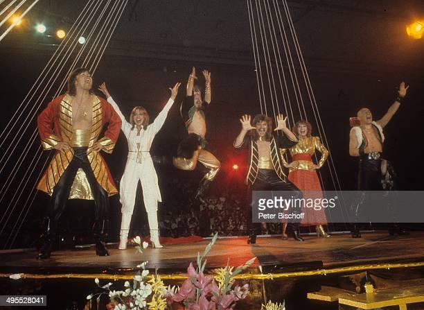 Musikgruppe Dschingis Khan mit Wolfgang Heichel Ehefrau Henriette Heichel Louis Potgieter Leslie Mandoki Edina Pop und Steve Bender Auftritt bei...