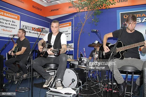 Musikgruppe Freiwild mit Philipp Fips Burger Christian Föhre Fohrer Jonas Joy Notdurfter Jochen Zegga Gargitter Auftritt bei Autogrammstunde Saturn...