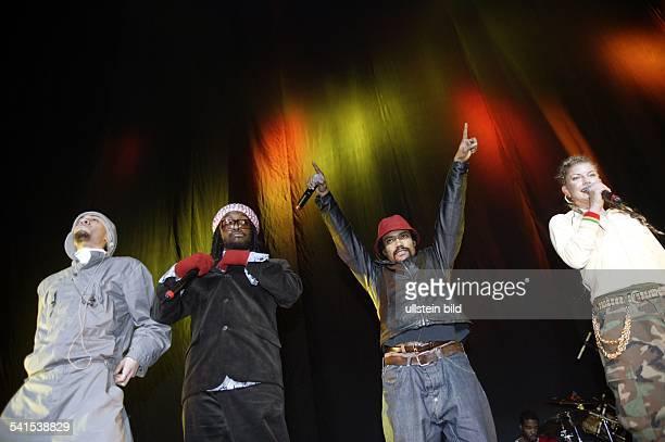 Musikgruppe HipHop USAAuftritt in der Color Line Arena Hamburg mit Sängerin Stacey 'Fergie' Ferguson und 'Will I Am'