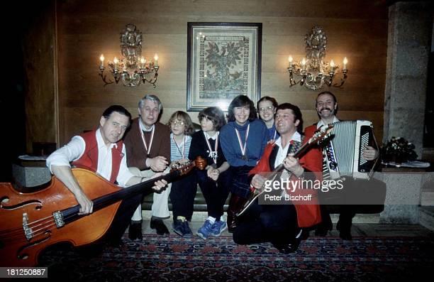 """""""Hitpacher-Trio"""", Peter Weck, Tarek Helmy, Thekla Carola Wied, Julia Biedermann, Timo Niessner, , , Mayrhofen, Tirol, ZDF-Serie: """"Ich heirate eine..."""