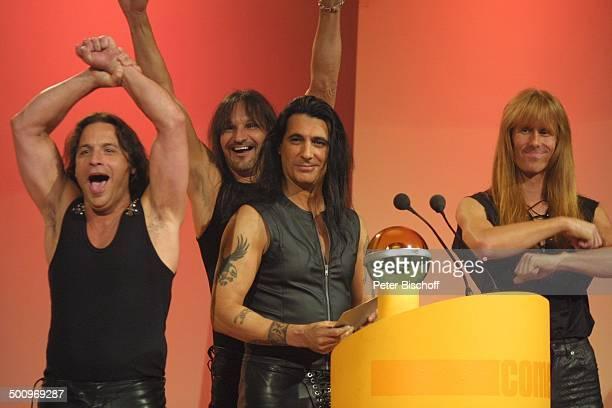 Musikgruppe 'Manowar' Verleihung Musikpreis 'Comet 2002' 'Comet'Gala Musikmesse 'PopKomm' Köln Bühne Mikrophon Mikrofon Preis Auszeichnung 16802...
