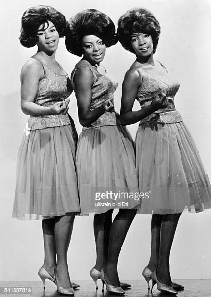 Musikgruppe Soul USAGanzkörperaufnahme der Sängerinnen Florence Ballard Diana Ross und Mary Wilson sechziger Jahre