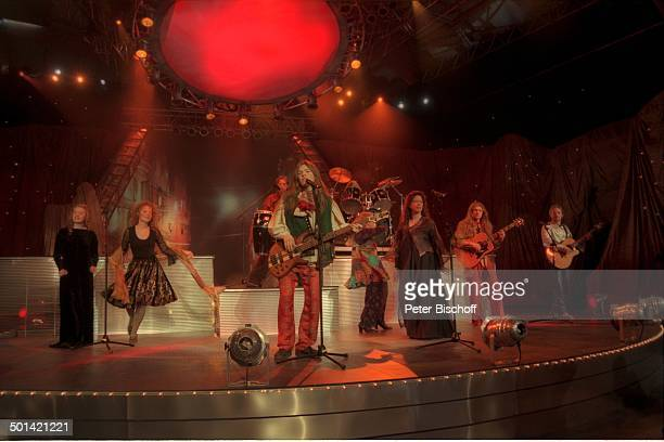 Musikgruppe 'The Kelly Family' mit Barby Patricia Paddy Maite Kathy Joey Jimmy und Angelo ARDJ o s é C a r r e r a sGala 'Einmal um die ganze Welt'...