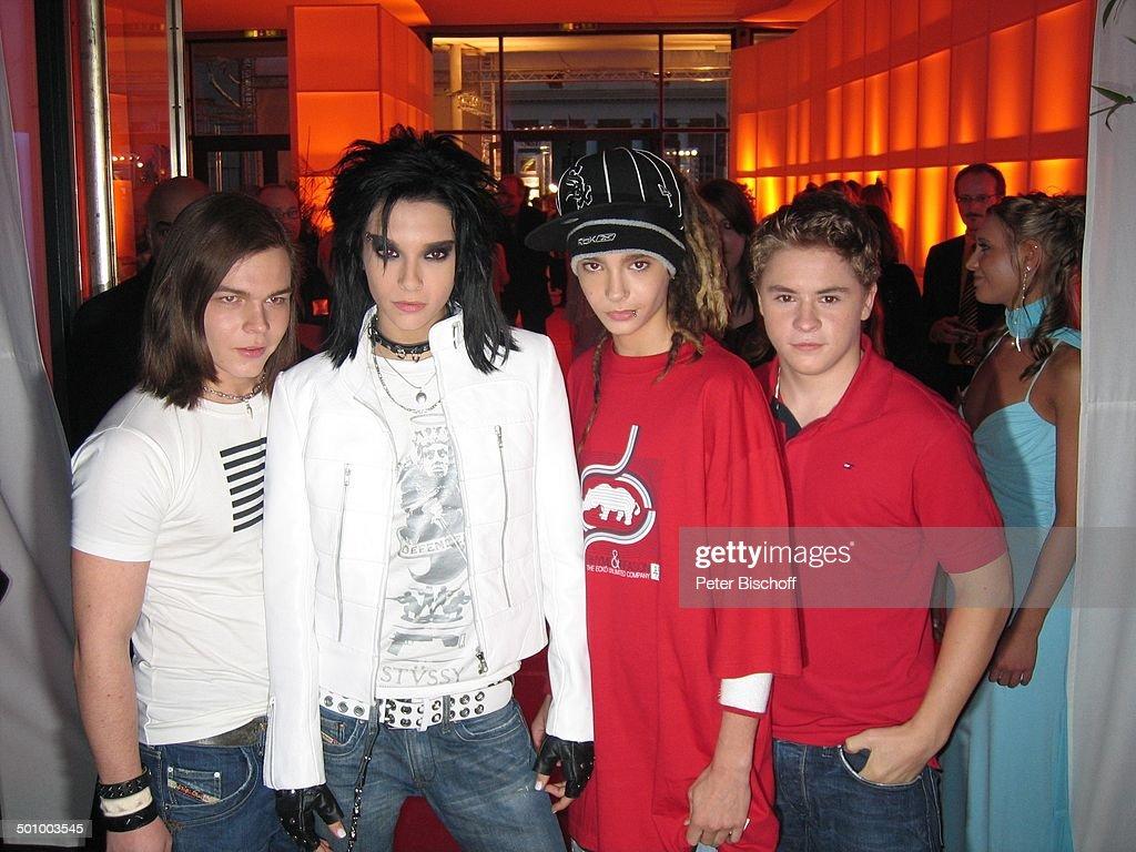 Musikgruppe 'Tokio Hotel' mit Sänger Bill Kaulitz (2.v.li.), Zwillingsbruder Tom Kaulitz (2.v.re.), Georg Listing (li.), Gustav Schäfer (r.) (Preisträ : Nachrichtenfoto
