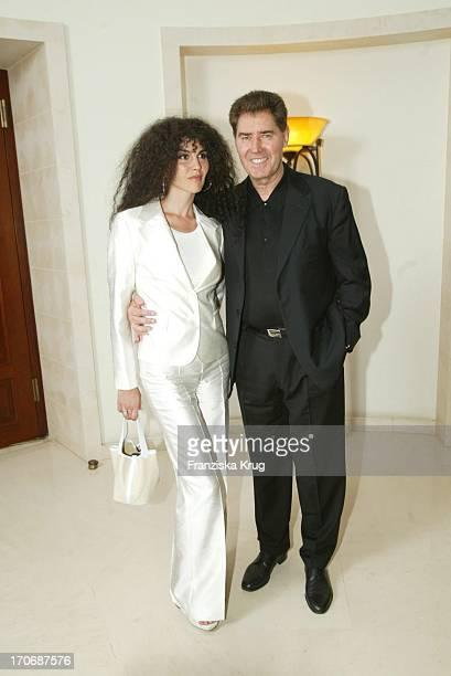Musikproduzent Jack White Mit Ehefrau Janine Beim 5 Stechers Stammtisch Am 170703