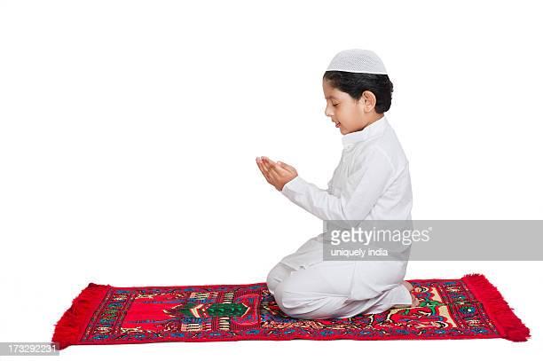 muslim boy praying - muslim boy stock photos and pictures