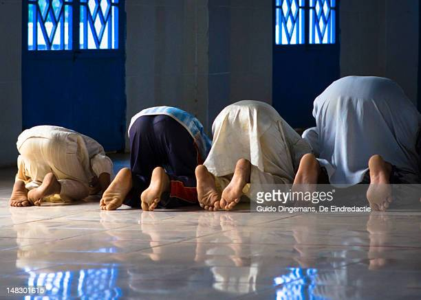 muslim boys at mosque, afternoon prayer - muslim praying stock pictures, royalty-free photos & images