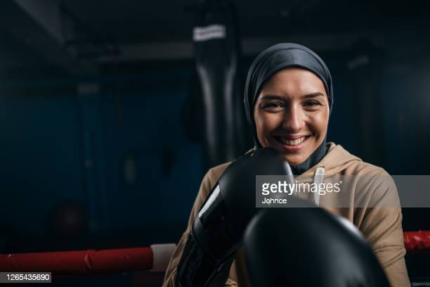 muslim female boxer shadow boxing - religious dress stock pictures, royalty-free photos & images