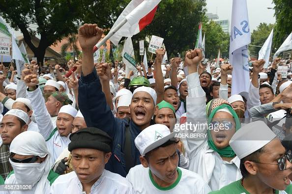 194 Fpi Front Pembela Islam Photos and Premium High Res Pictures ...