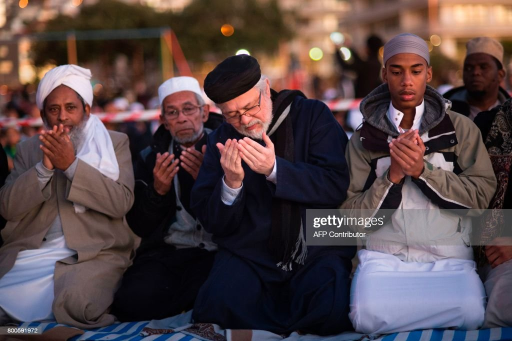 Best Cape Town Eid Al-Fitr Feast - muslim-leaders-pray-as-they-attend-the-evening-prayer-at-three-anchor-picture-id800591972  Picture_471873 .com/photos/muslim-leaders-pray-as-they-attend-the-evening-prayer-at-three-anchor-picture-id800591972