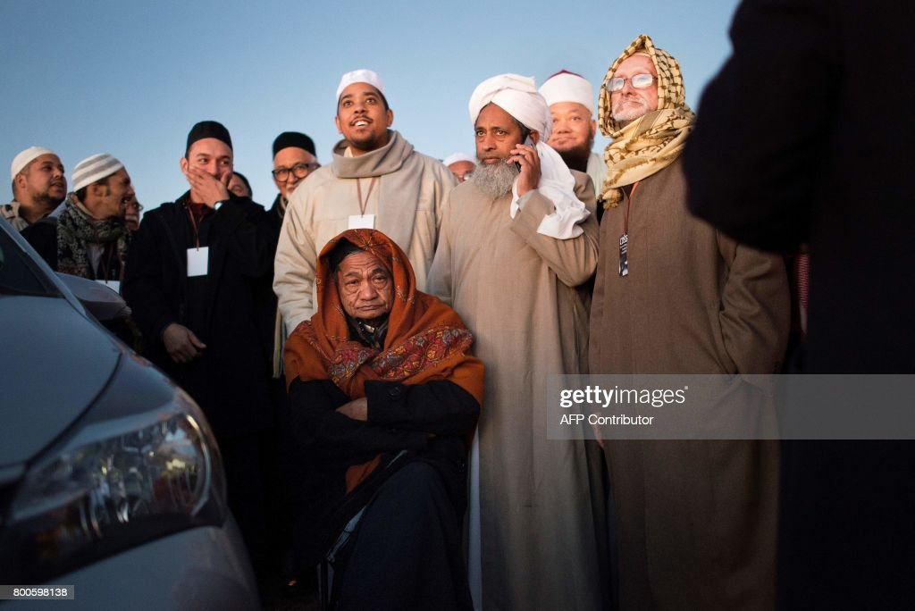 Amazing Cape Town Eid Al-Fitr Feast - muslim-leaders-speak-after-the-evening-prayer-at-three-anchor-bay-in-picture-id800598138  Gallery_167463 .com/photos/muslim-leaders-speak-after-the-evening-prayer-at-three-anchor-bay-in-picture-id800598138